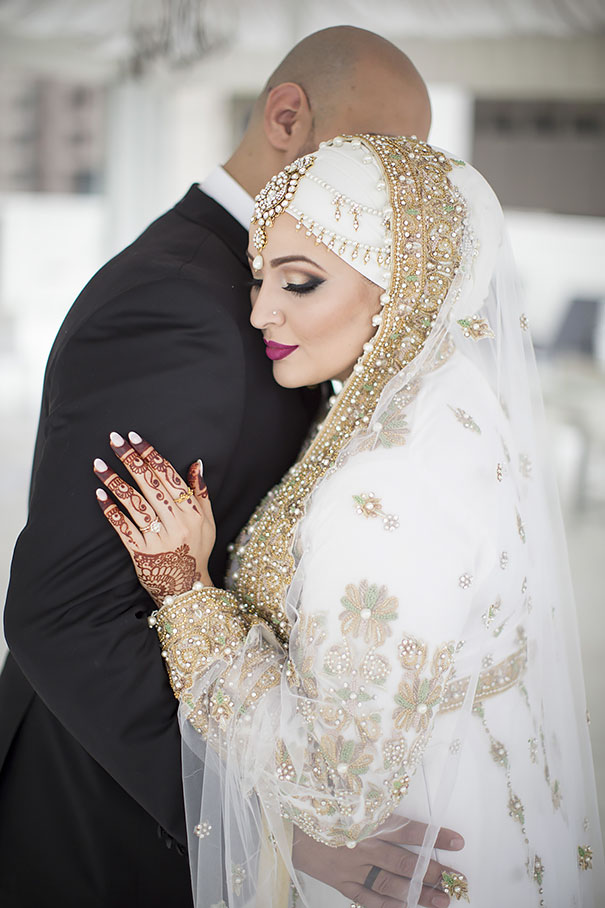 hijab-bride-muslim-wedding-37-57d66f528f2e2__605-1